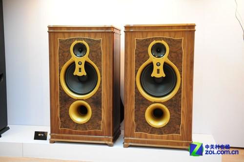 音响展2012:惠威展出HiFi旗舰音箱F10