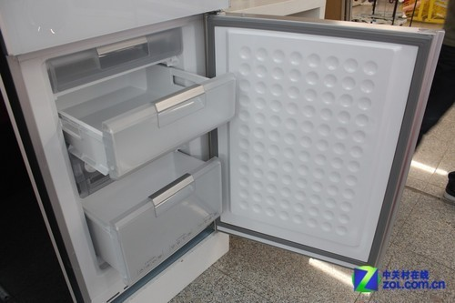 这款冰箱采用了西门子经典的