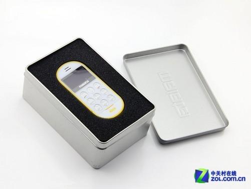 万利达A16有着非常小巧的机身,有着出色的便携能力,除了自身配备基本的通话功能之外,内置蓝牙功能也更加方便用户的日常使用,方便用户连接蓝牙耳机等设备。而万利达A16另外一个独特的功能设计就是,能够为市面上绝大多数智能手机进行充电操作,为使用者的另外一部手机,提供紧急续航和通话支持,让消费者在把万利达A16当做手机使用的同时,也可以当做移动电源来使用。