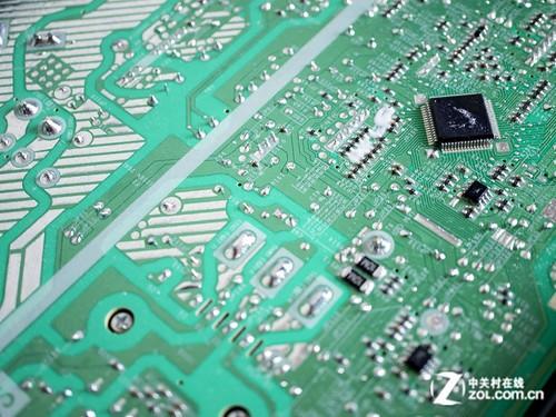 三菱重工 srkmc35hvb空调电路板电子元件采用下沉处理,同样起到了