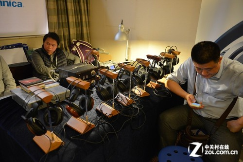 2013广州音响展 铁三角携多款耳机参展