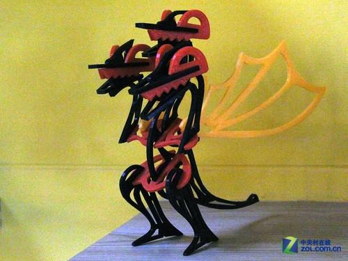 3D打印的成品,是不是很别致?   3D打印出来的镜框