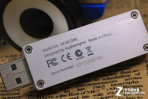 四线吉他两只老虎乐谱-声擎D3解码放大一体机   而背面可以清晰看见四角拥有四个内六角螺丝