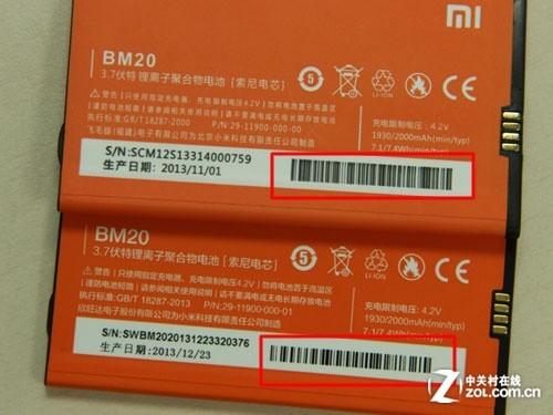 而下面的高仿小米 2s 电池看上去电池说明印刷很清晰,但是生产日期和