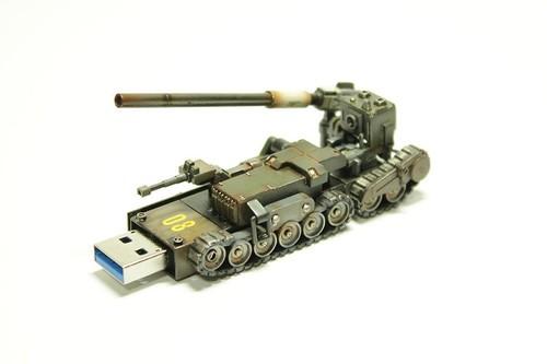 这个炮筒造型的玩意儿实际上是一个外置U盘。