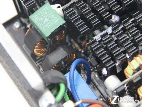 影驰hof千瓦金牌电源评测      这 款 电源的emi电路一共有2部分,第一