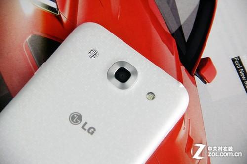 5.5英寸屏配4G极速网络 LG E985T评测