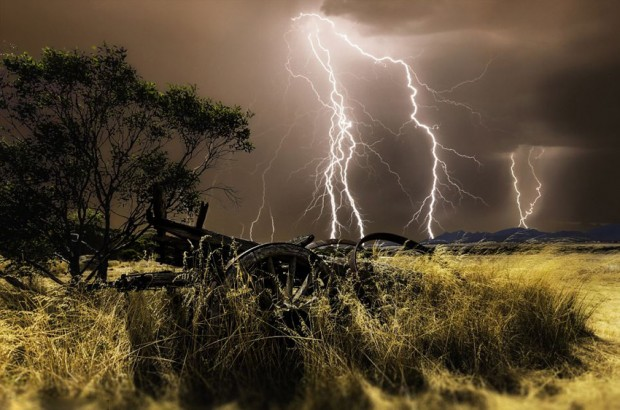 神奇力量 摄影师镜头下雷电惊险瞬间图片