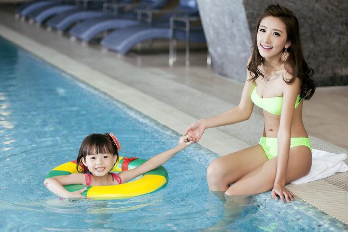 泳装/佳能5D2赏大片 泳装辣妈和她的小萝莉