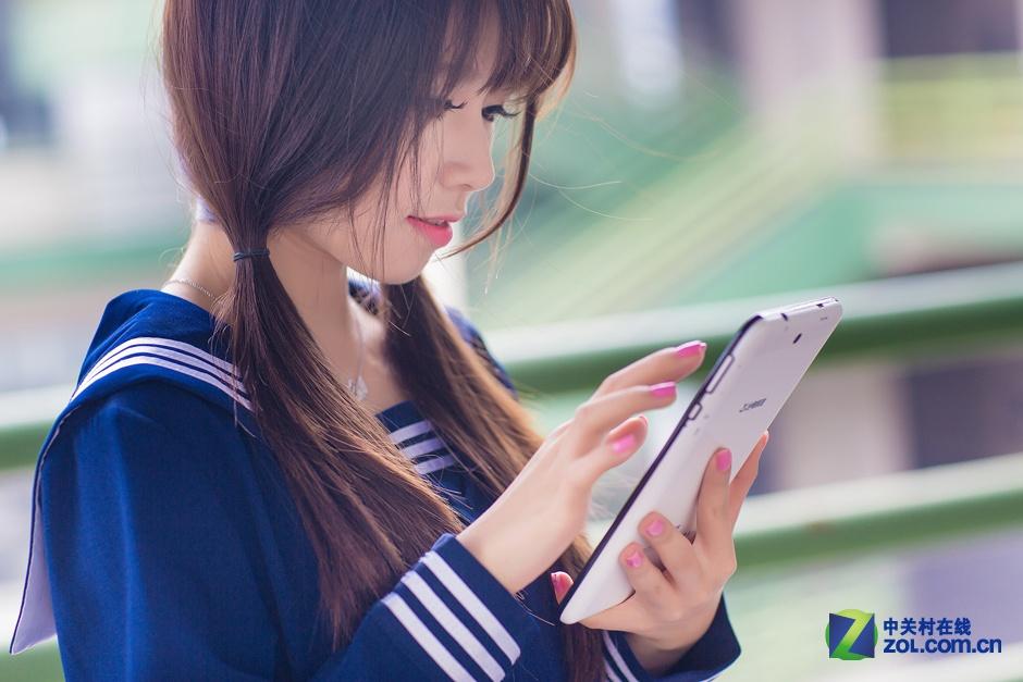 中关村在线报道:国内著名商标、数码用户首选品牌台电,推出最超值7寸通话平板G17s 3G四核,仅399元/8GB。该机采用了联发科MT8382四核处理器,主频为1.3Ghz,双卡双待,支持WCDMA+GSM双制式上网,更有GPS导航、蓝牙功能,采用了7寸高清屏,显示效果出色,8GB eMMC存储永不掉固件。同时还拥有OTA一键升级、tUI 2.