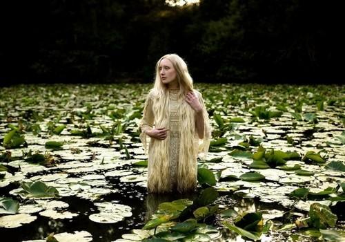 花海精灵 仙境般人与自然的完美合一 原创