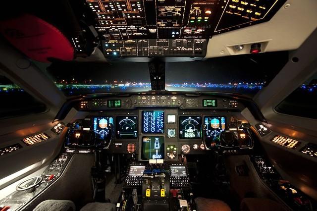 眼花缭乱的高科技 飞机驾驶舱景色一瞥