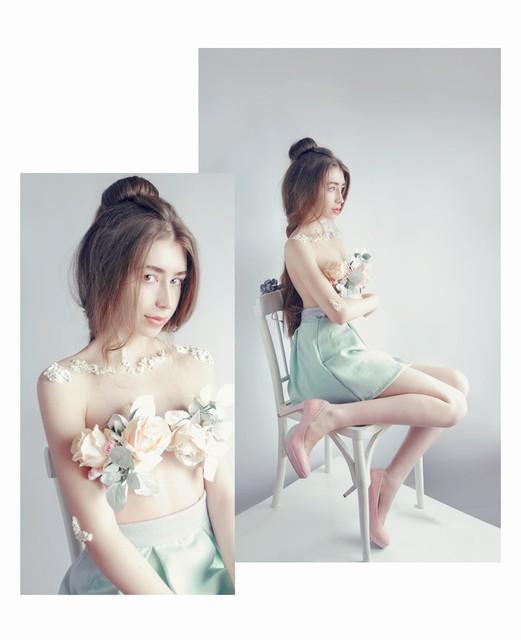 奥地利女摄影师Sosnovshchenko Valeria,天蝎座,喜欢梵高及其作品。她的人像作品,总体上给人一种很素颜的感觉。朦胧柔美,是作品的基调,而在服饰选择上,以白色,黑色为主,裸色等素雅之色是她最常用的颜色,打造出不食人间烟火般的素雅美人肖像。   为什么大量使用白色,和一些很淡雅的颜色,而作品却看起来很好,令人惊艳呢?她表示,用白色等素色,这是很特殊的色彩,是有限度的,但有时可能性是无止境的,因为这些素色和任何季节没有关系,它们只是适合所在的场合和心情。白色,黑色创造一个和谐统一的感觉。这