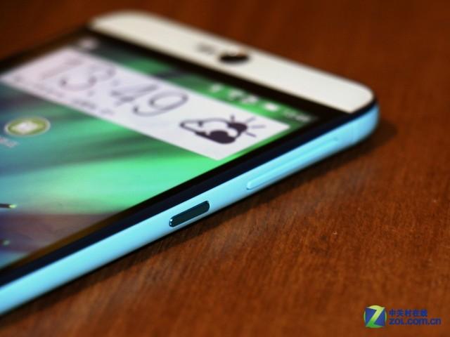 5.5英寸的HTC Desire 826也算是大屏机型,因此按键位于机身右侧。整体来看HTC Desire 826还是很纤薄的,另外,这也是一款双卡机型,很贴合国内用户的使用需求。