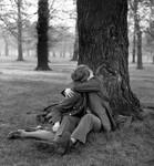 人生自古伤别离 战火下情侣们离别之吻