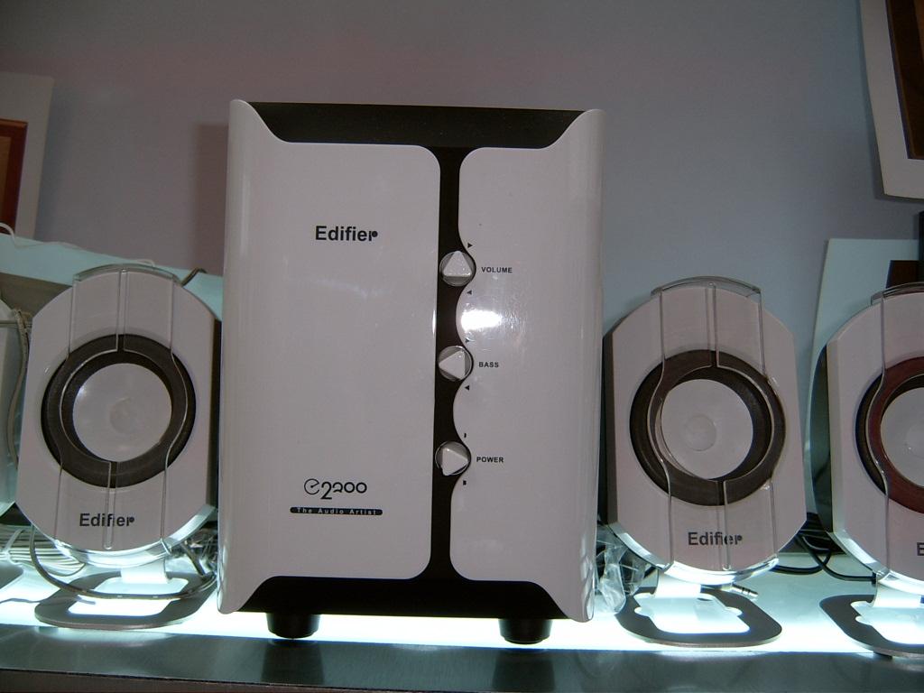 音箱材质 木质; 漫步者音箱: 营造惬意气氛 280漫步者e2100多媒体音箱