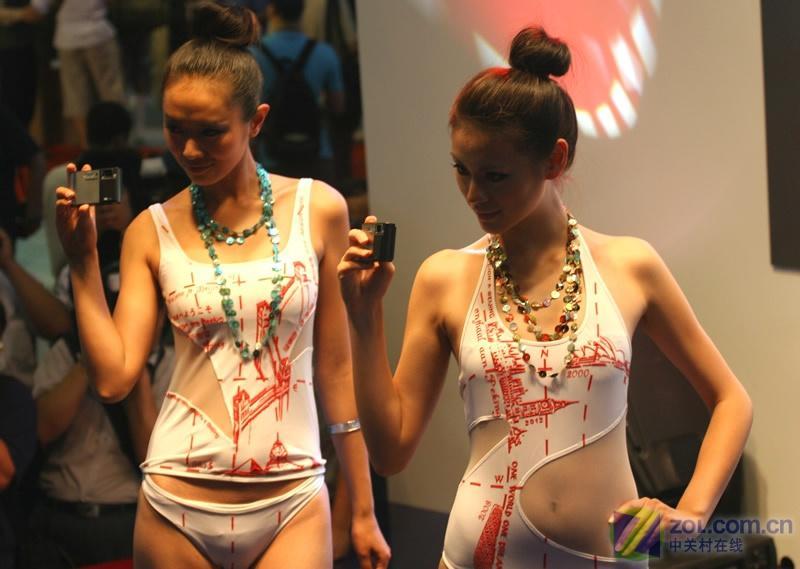 【高清图】p&e2008展会:美女模特穿泳装上阵图图