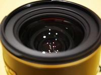 方便实用 尼康17-55mm镜头售8990元