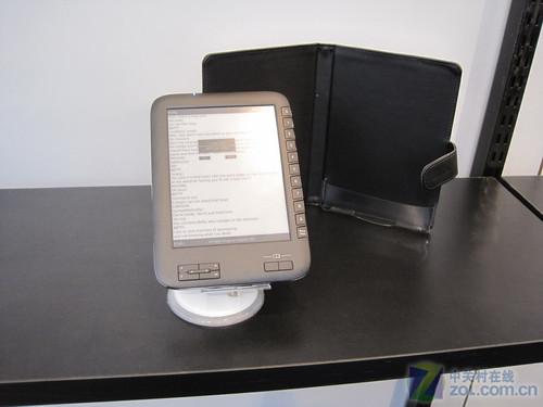 德国CeBIT2010欧恩展出黑白两款电子书