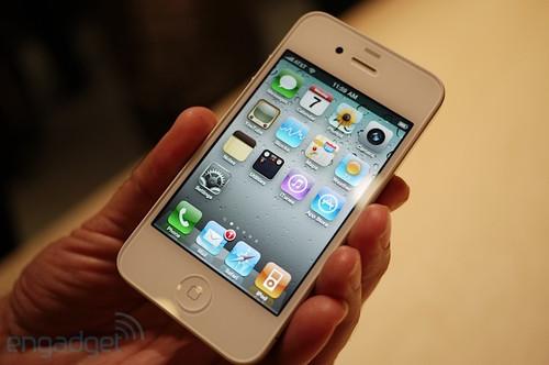 苹果4_人文与科技的路口 白色iphone 4真机现身_苹果 iphone