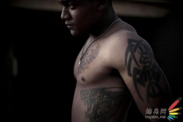 美摄影师拍摄驻阿富汗美军士兵纹身