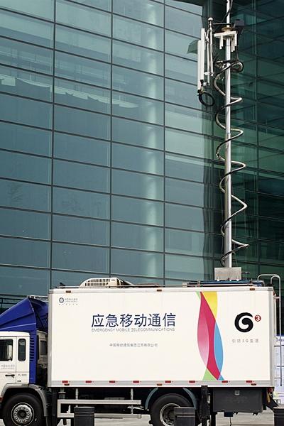 移动的应急通讯车也早早驻扎在此,充分保障开幕当天的通信能力。