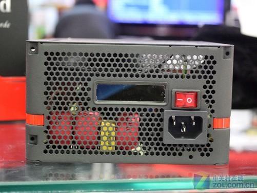 编辑观点:除此之外,Tt这款额定650W金牌电源附赠配件也相当丰富。这是一款不折不扣的高端金牌电源,转换效率出众,更加节能省电。Tt还为这款电源提供了7年质保,推荐给高端游戏玩家购买。 Tt Toughpower Grand 650W 金牌电源 [市场售价] 1299 [联系地址] 中关村鼎好4948# / 中关村海龙5014# / 中关村E世界B3619# [联系电话] 010-82664716 / 010-82663702 / 010-62680136