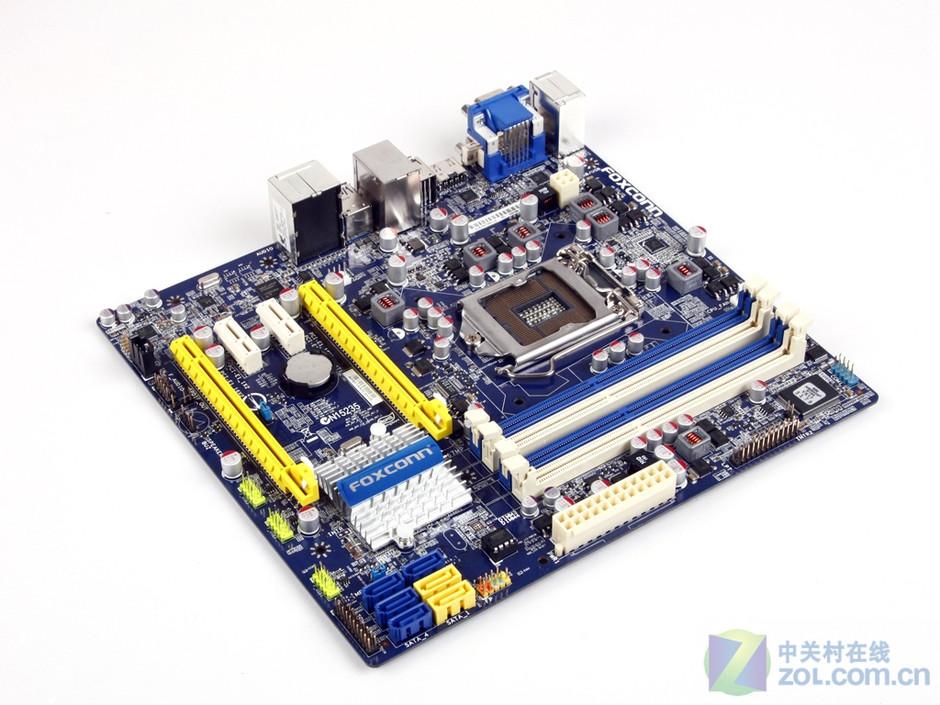 继许多H67/P67主板曝光之后,富士康一款H67新品H67MP-S也送抵了ZOL,这款新品依然采用了富士康主板的传统配色,还设计了新的散热片,此外,主板的背面还添加了可以有效帮助散热的锡条,插槽接口比较齐全,规格也非常主流,更包含了USB3.0高速传输接口。只是富士康H67MP-S并未采用全封闭电感,令人感到些许遗憾。 作者:卜玄奕 2010-12-09 06:19
