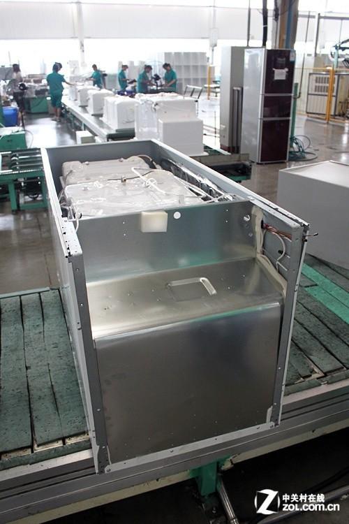 新闻 行业事件 预装完成 冰箱整体雏形出现      在内胆和外部箱体的