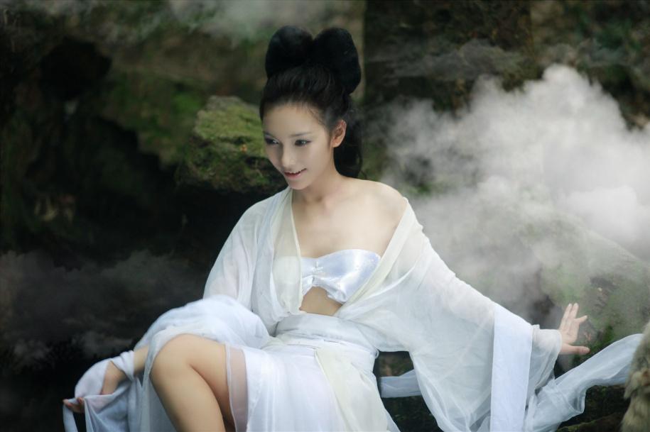 楚楚动人!刘诗涵COS《倩女幽魂》聂小倩