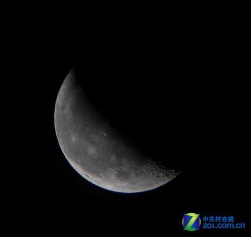 5的光圈拍摄月亮,长焦镜头在大光圈情况下边缘成像