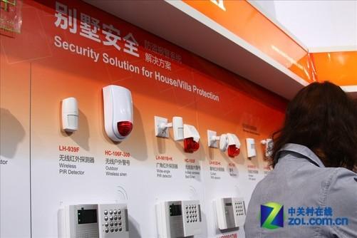 本次2011cpse深圳安防展上,豪恩安防展出了多款探测器产品和一整套别