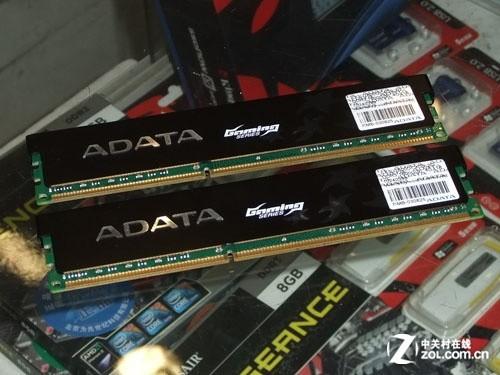 威刚8GB DDR3 1600G(游戏威龙)内存套装   威刚8GB DDR3 1600G(游戏威龙)内存使用的是高端ADATA内存模组,使用黑色铝制散热片加强散热,让内存即使在超频情况下也可以长时间稳定运行。其内存芯片均为工作人员挑选测试过的的原厂A级颗粒,其颜色为绿色PCB,和入门级产品威刚万紫千红所用紫色6层PCB大不一样,这样有效避免内存使用同品牌低端产品套马甲假冒。
