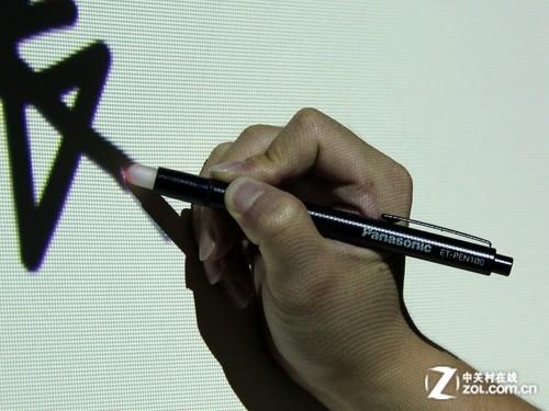 教鞭一样涂鸦 松下超短焦投影手写应用