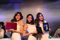高清:长腿美女助阵 华硕发布Win8新品