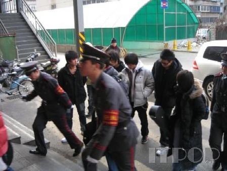 """俞思远""""高歌""""签售 赛博裕宁场面火爆"""