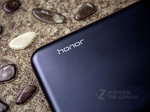 千元标配4GB大内存 荣耀8C给你越级体验(审核不发)